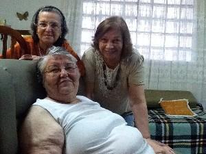 Minha cunhada Florinha, minha mãe Noeci e minha sogra Dinah (sentada): três meninas de ouro.